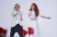 """Morland (links) und die in Basel aufgewachsene Debrah Scarlett sangen für Norwegen den Titel """"A Monster Like Me"""". (Bild: Keystone)"""
