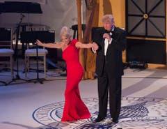 Donald Trump mit Kampagnenmanagerin Kellyanne Conway. (Bild: Keystone)