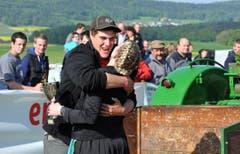 In der Klasse 6t freut sich der Thurgauer Mario Gentsch aus Niederneunforn (Case International 1455 AXL) über den Sieg. (Bild: Nana do Carmo)