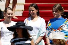 Und die Cousinen der Zwillinge: Prinzessin Alexandra (links), Tochter von Prinzessin Caroline von Hannover, und Pauline Ducruet (Mitte) sowie Camille Gottlieb (rechts), Töchter von Prinzessin Stephanie von Monaco. (Bild: Keystone)