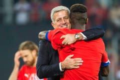 Die Freude steht Trainer Vladimir Petkovic ins Gesicht geschrieben. (Bild: Keystone)