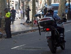 A van crashes into pedestrians in Barcelona (Bild: Keystone)