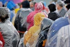 Trotz Regen kamen die Zuschauer zahlreich. (Bild: Reto Martin)