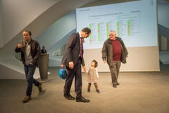 Marc Mächler mit seiner jüngsten Tochter. (Bild: Michel Canonica)