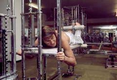 Udo Jürgens in einem Fitnessstudio im Jahr 1975. (Bild: Keystone)
