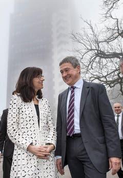Willi Haag und seine Regierungsratskollegin Heidi Hanselmann bei einem Termin beim St.Galler Kantonsspital. (Bild: Ralph Ribi)