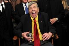 «Ah, eine Kamera»: Typische Reaktion von Jerry Lewis, festgehalten am 8. Februar 2016 ian seinem 90. Geburtstag in New York. (Bild: Keystone/AP)