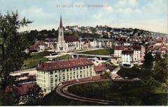 Die Ruckhaldekurve und im Hintergrund der Güterbahnhof mit der Vonwilbrücke sowie der neu gebauten St.Otmar-Kirche. Ansichtskarte nach 1908. (Bild: Stadtarchiv der Ortsbürgergemeinde St.Gallen)