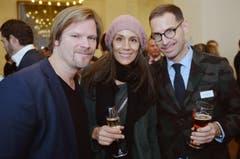 Roman Güttinger und Helen Rinderknecht mit Jeroen van Roojen. (Bild: Reto Martin)