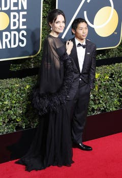 Angelina Jolie erscheint mit ihrem Sohn Pax Thien. (Bild: Keystone)