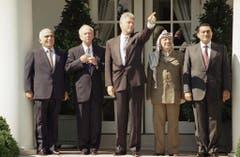 Von links: König Hussein I., Yitzhak Rabin, Bill Clinton, Yassir Arafat und Hosni Mubarak. (Bild: Keystone)