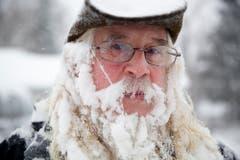 So sieht Lee Tuttle aus Flint, Michigan, aus, nachdem er seine Einfahrt vom Schnee befreit hat. (Bild: Keystone)