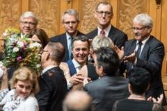 Ignazio Cassis, FDP-TI, Mitte, freut sich über seine Wahl. (Bild: Keystone)