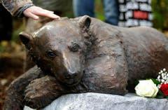 Heute erinnert eine Bronzestatue im Zoologischen Garten an Knut. (Bild: Keystone)
