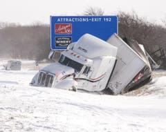 Ein verunfallter Truck. (Bild: Keystone)