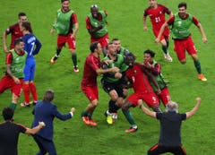 Ungehaltene Freude nach dem Siegtreffer bei den Portugiesen. (Bild: Keystone)