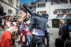 Die Fotografen belagern den früheren deutschen Radstar. (Bild: Benjamin Manser)