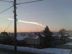 Morgenrot und Meteoritenregen über dem russischen Dorf Bolshoe Sidelnikovo. (Bild: Keystone)