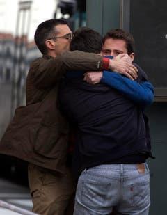 Unfassbare Trauer um die Absturzopfer am Flughafen von Barcelona. (Bild: Keystone)