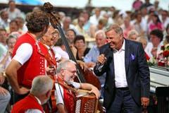 """Die Letzte """"Hopp de Bäse""""- Sendung von Kurt Zurfluh in seinem Wohnort Weggis am Samstag, 30. Juni 2012. (Bild: Philipp Schmidli)"""
