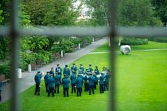 Grüne Uniformen im Grünen. (Bild: Michel Canonica)