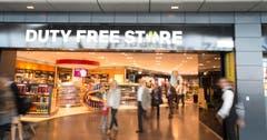 Vor und nach dem Abflug laden Duty Free Shops zum Einkaufen ein. (Bild: Ralph Ribi)