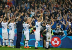 Erst gegen Frankreich war für die Isländer dann Schluss. Den Fans war dies egal: Sie feierten den Erfolg ihrer Mannschaft. (Bild: Keystone)