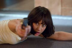 Olga Kurylenko trainierte für ihre Rolle als Camille Montes in «Quantum of Solace» (2008) drei Wochen lang den Umgang mit Waffen. (Bild: Keystone)