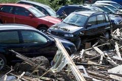 Der Wagenpark eines Herisauer Occasionshändlers am Tag danach. (Bild: Michel Canonica)