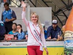 Deborah Neuhaus an der Wahl zur Apfelkönigin. (Bild: Hanspeter Schhiess)