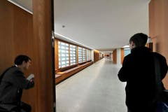 Der Rundgang stiess bei den Besuchern auf viel Interesse. (Bild: Hanspeter Schiess)