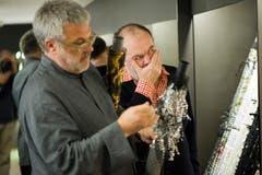 Christian Lacroix bei der Firma Jakob Schlaepfer Creative Director Martin Leuthold (Bild: Michel Canonica)