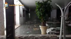 Italy quake, Abruzzo hotel hit by avalanche snow (Bild: Keystone)