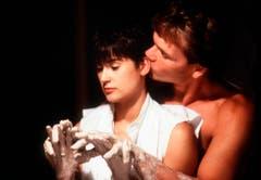"""1990 schien ein gutes Jahr für romantische Filme zu sein. """"Ghost - Nachricht von Sam"""" kam in die Kinos. Die übersinnliche Liebesromanze mit Demi Moore und Patrick Swayze war weltweit ein Hit. (Bild: Keystone)"""