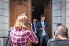 Die Verhandlung ist vorerst unterbrochen: Jan Ullrich tritt ins Freie. (Bild: Benjamin Manser)