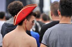 Ob dieser Besucher auch im Alltag eine solche Kopfbedeckung tragen würde? (Bild: Reto Martin)