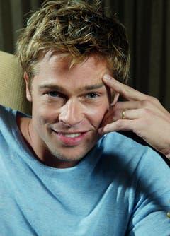 Wegen seines Spitzbubencharmes scheint Brad Pitt nicht zu altern, hier in einer Aufnahme von 2001. (Bild: Keystone)