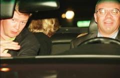 Das letzte Bild von Prinzessin Diana: Sie sitz im Rücksitz des Unfallautos, vorne sitzen ihr Bodyguard Trevor Rees-Jones, links, und der Chauffeur Henri Paul. (Bild: AP Photo (Paris, 31. August 1997))