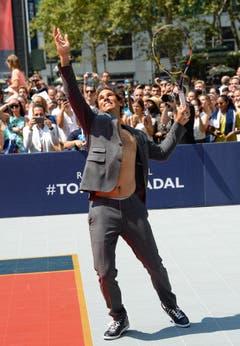 Weiss seine Mode gekonnt im Szene zu setzten: Für die Präsentation in New York im vergangenen Jahr engagierte Hilfiger den Spanischen Tennisprofi Rafael Nadal. (Bild: Keystone)