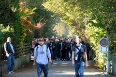 Die St.Galler Anhänger bei ihrer Ankunft vor dem Stadion Brügglifeld. (Bild: Keystone)