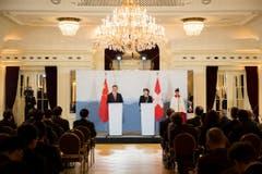 Der chinesische Präsident Xi Jingpin (links) und Bundespräsidentin Doris Leuthard haben am Montag vor den Medien in Bern die Gemeinsamkeiten beider Staaten hervorgehoben (Bild: Keystone)