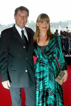 Der stolze Vater mit seiner Tochter Jenny Jürgens auf dem Roten Teppich am 29. April 2006 im Konzertsaal des KKL in Luzern. (Bild: Keystone)