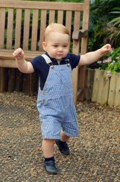Das offizielle Foto aus dem Hause Windsor zum ersten Geburtstag des kleinen Prinzen: Das zweite Lebensjahr startet George auf eigenen Beinen. (Bild: pd)