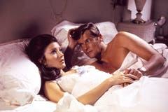 "Roger Morore mit Jane Seymour im Film ""Live and Let Die"". (Bild: Keystone)"