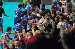 Die Oberthurgauer liessen sich von ihren Fans tüchtig feiern. (Bild: Keystone)