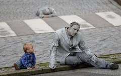 "G20-Gipfel - Kunstaktion ""1000 Gestalten"" (Bild: Keystone)"
