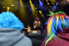 Buntes Publikum beim Auftritt von Skor. (Bild: Nana do Carmo)