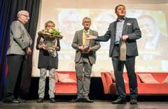 """Chefredaktor David Angst bedankt sich bei einem Teil der Jury am """"Who is Who 2017"""" der Thurgauer Zeitung. (Bild: Reto Martin)"""