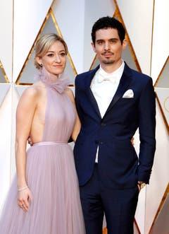 Der offiziell Beste in seinem Fach: «La La Land»-Regisseur Damien Chazelle mit seiner Partnerin Olivia Hamilton. (Bild: Mike Nelson/Keystone)