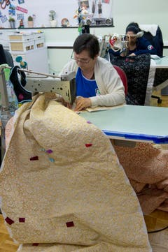 An internationalen Textilmessen präsentiert sie Stoffkollektionen, (Bild: Ralph Ribi)